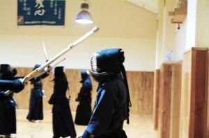 Motodachi, fotografía tomada durante una clase de Santiago G. Velasco en el dojo de kendo y iaido Zanshin Madrid, noviembre de 2012